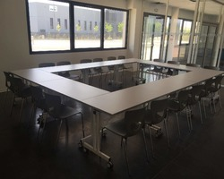 Table modulaire plateau basculant Aix en Provence by Bureau Mobilier Agencement
