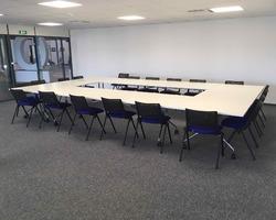 Table de réunion pliantes et chaises - Manosque