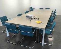 Table de réunion 16 places avec électrification - Aix en Provence